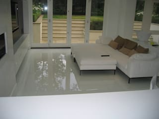 White Japonais: floors, steps in a mansion Ruang Makan Modern Oleh Stoneville (UK) Ltd Modern