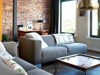 Vintage meubels in een open woonverdieping Industriële woonkamers van homify Industrieel