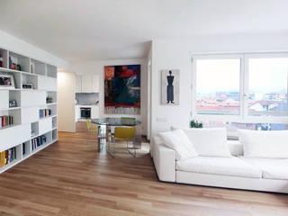ATTICO SU DUE LIVELLI: Soggiorno in stile in stile Moderno di BACS architettura