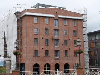 Göttling Fliesentechnik GmbH Casas de estilo industrial