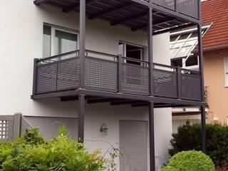 Balkonanlage 2-geschossig:  Terrasse von BALKONMACHER GmbH