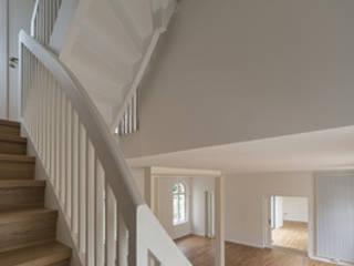 Kastellanshaus, Treppe:  Flur & Diele von ANNABAU