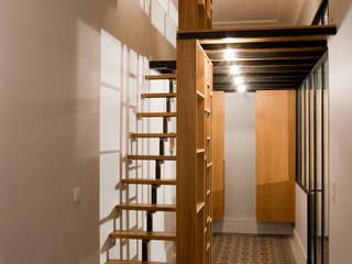 rue Bayard Couloir, entrée, escaliers modernes par Vanessa Bridier Moderne