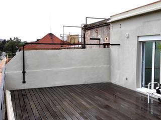 PÉRGOLA PARA TERRAZA EN PISO DE BARCELONA de mobla manufactured architecture scp