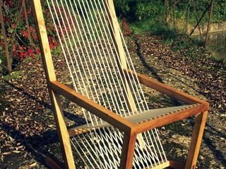 Fauteuil à bascule avec assise en cordelette:  de style  par Boris Beaulant Ebéniste