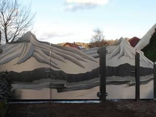 Edelstahl Atelier Crouse: Jardines modernos: Ideas, imágenes y decoración Metal