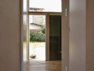 Danchi house ―どこにでもある団地の家―: 一級建築士事務所オブデザインが手掛けた窓です。