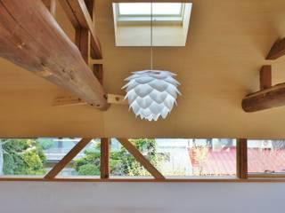 T House ―築100年の納屋をリノベーション―: 一級建築士事務所オブデザインが手掛けた窓です。