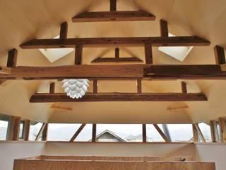 T House ―築100年の納屋をリノベーション―: 一級建築士事務所オブデザインが手掛けた寝室です。