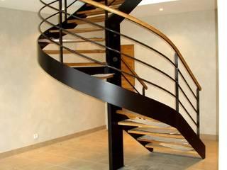 MAISON A à Nante en Rattier TESTUD THEVENIN ARCHITECTES Couloir, entrée, escaliers modernes