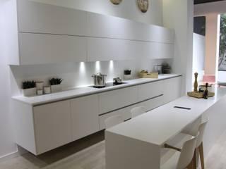 Cocinas sin tirador de XEY: Cocinas de estilo  de XEY Corporación Empresarial