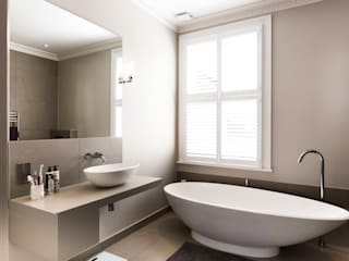 Full House Refurbishment, Gayville Road, Battersea Affleck Property Services Salle de bain moderne