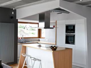 Beam & Block House Nowoczesna kuchnia od mode:lina™ Nowoczesny