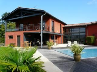 Maison en région lyonnaise: Maisons de style  par Atelier d'Architecture Bernard