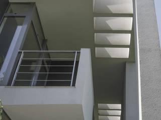 Terrasse von PAWEL LIS ARCHITEKCI, Modern