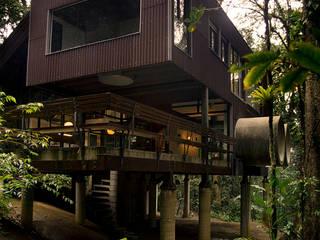 Sertão da Barra do Una | casa Casas tropicais por ARQdonini Arquitetos Associados Tropical