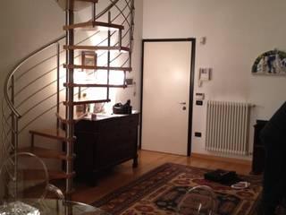 Soggiorno PRIMA del mio intervento di Relooking: Soggiorno in stile  di Home & Hotel Staging