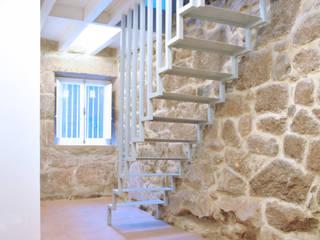 Vista del dúplex. Planta baja: Salones de estilo  de Estudio de Arquitectura Sra.Farnsworth