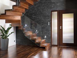 modern  oleh BRODA schody-dywanowe, Modern