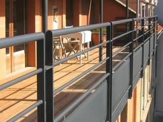 TERRASSE DE VILLE EN BOIS Balcon, Veranda & Terrasse modernes par Julien Chezel Architecte Moderne