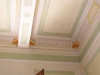 Soffitto decorato - Residenza privata - Reggio Emilia:  in stile  di Andrea Cremaschi