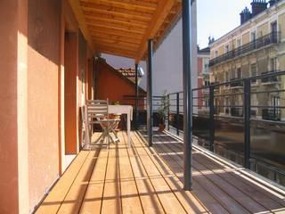 TERRASSE DE VILLE EN BOIS Balcon, Veranda & Terrasse originaux par Julien Chezel Architecte Éclectique