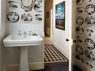 Funky cloakroom/utility room:  Bathroom by ZazuDesigns