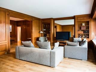 Classic style living room by Hélène de Tassigny Classic