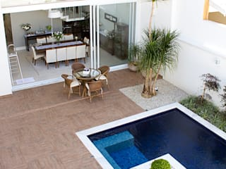 Piscine moderne par HAUS Moderne