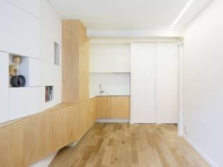 ZIG-ZAG | Custom furniture in a Paris apartment Espaces de bureaux modernes par JFA | Joshua Florquin Architecture Moderne