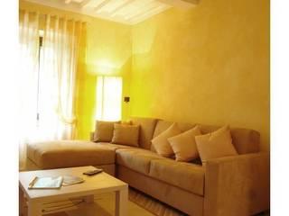 soggiorno: Soggiorno in stile in stile Moderno di Home sweet Homestaging - Angela Paniccia