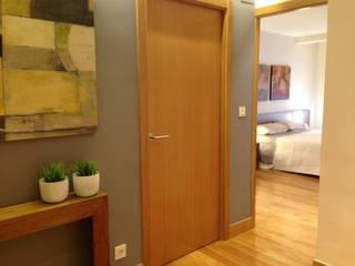 Reforma integral vivienda Pasillos, vestíbulos y escaleras de estilo moderno de RODEK arquitectura interior Moderno