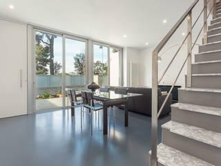 Salón - Grey House | 08023 Arquitectos - Barcelona: Salones de estilo  de 08023 Architects