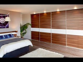 in stile  di Smiths fitted wardrobes Ltd