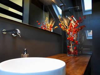 Baños de estilo  por mg2 architetture, Moderno