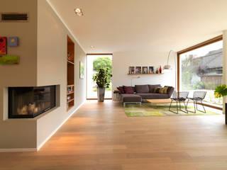 Minimalist living room by Bermüller + Hauner Architekturwerkstatt Minimalist