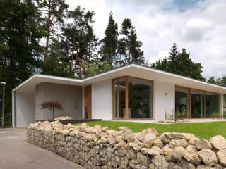 Minimalist houses by Bermüller + Hauner Architekturwerkstatt Minimalist