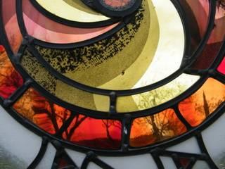 Vetrate artistiche contemporanee e moderne: Finestre in stile  di IKO Studio