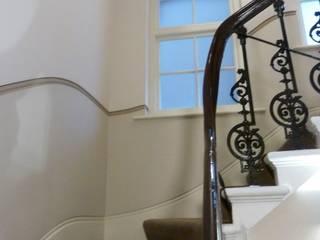 Flur & Diele von Kate Harris Interior Design, Klassisch