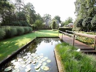 landscape garden with ponds for koi- nature rich garden in The Netherlands- landschappelijke tuin met koi vijvers-natuurrijke tuin met koi.:  Garden by FLORERA , design and realisation gardens and other outdoor spaces.