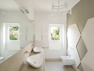 minimalistic Bathroom by stefania eugeni