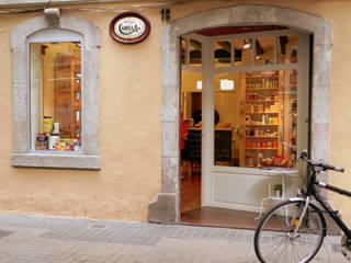 Renovación herbolario Carulla en la Barceloneta Oficinas y tiendas de estilo minimalista de mobla manufactured architecture scp Minimalista