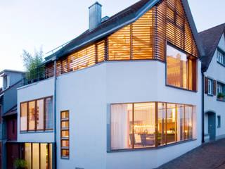 Ansicht städtebauliche Einbindung: moderne Häuser von w3-architekten Gerhard Lallinger