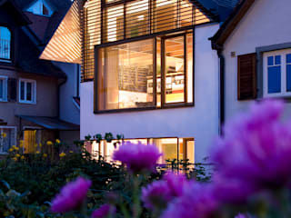 Ansicht Ostgiebel: moderne Häuser von w3-architekten Gerhard Lallinger