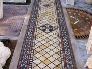 pavimento in mosaico Ingresso, Corridoio & Scale in stile classico di Il mosaico sas & co di salem mohsen Classico