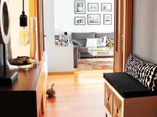 Eclectic corridor, hallway & stairs by itta estudio Eclectic
