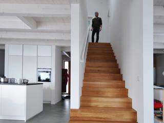 Pakula & Fischer Architekten GmnH 隨意取材風玄關、階梯與走廊