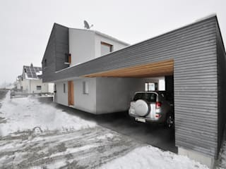 Eclectic style garage/shed by Pakula & Fischer Architekten GmnH Eclectic