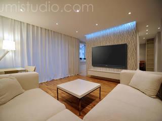 Minimalistische Wohnzimmer von ILLUMISTUDIO Minimalistisch