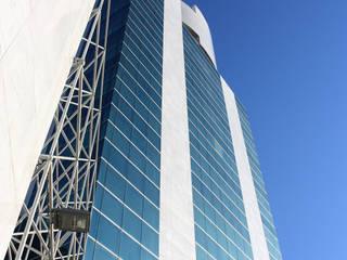 Torre J: Case in stile in stile Moderno di P.R.P. srl